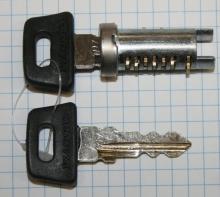 Bombin cerradura (asiento/guantera/contacto) Vespa PX-PK-T5/LML (tambien tapas laterales PKS)